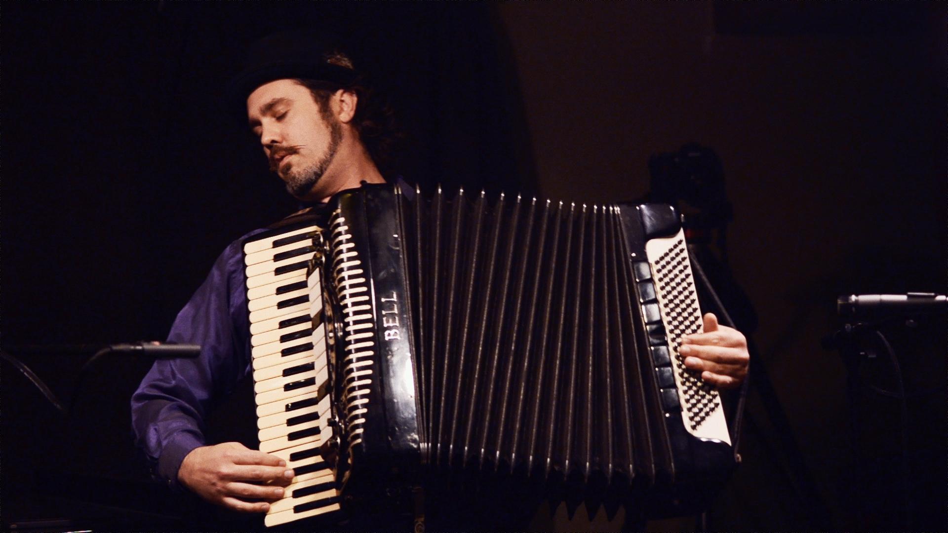 Galbeno Balkan Band - Remix-friendly Audio & Video