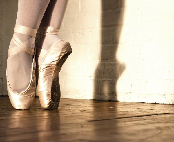 Lindsay Dance Studio - Toes on pointe