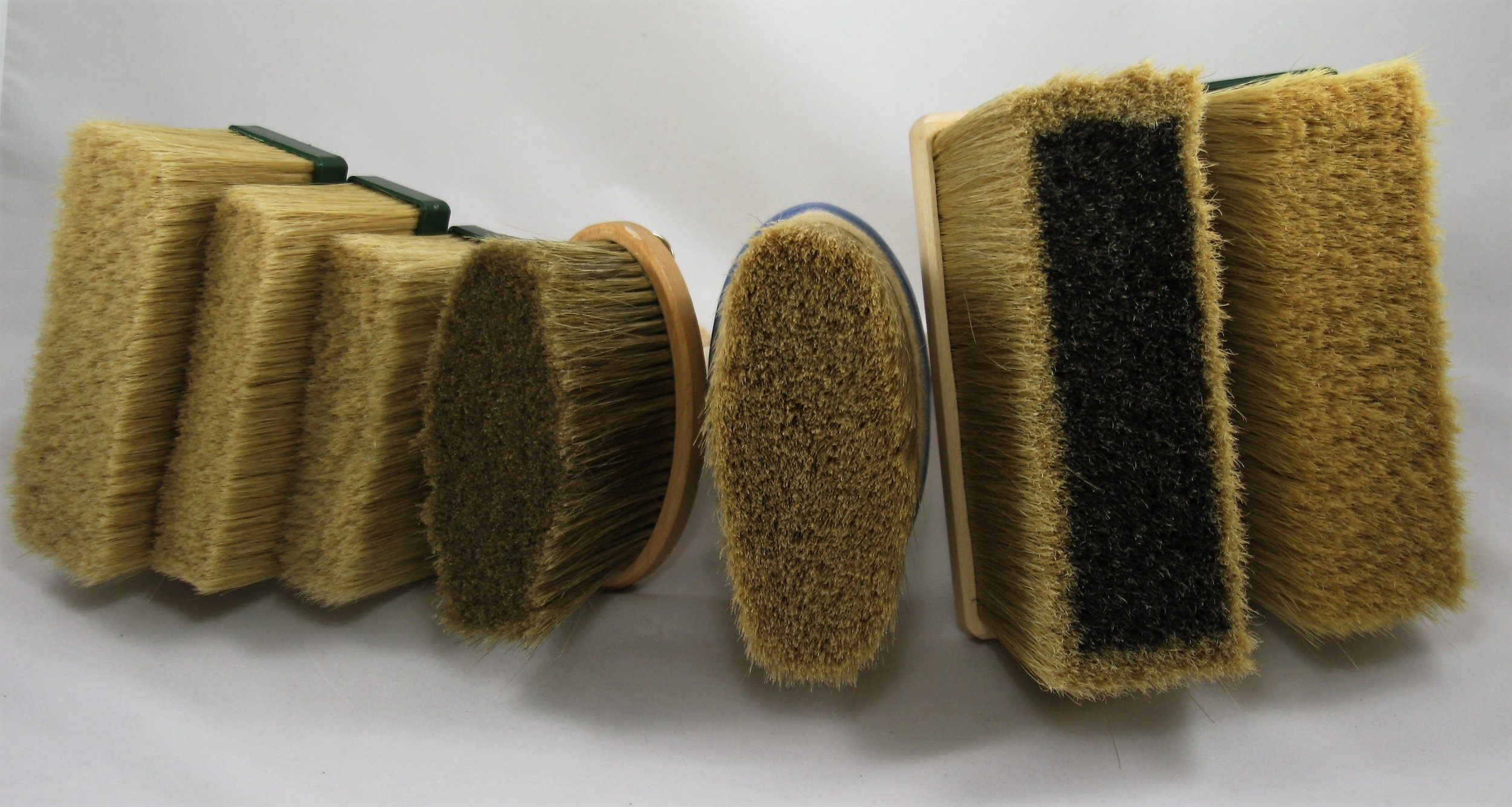 From left to right: Large, Medium and Small Tradesman, Small Lasur Brush, Large Lasur Brush, Premium Mineral Facade Brush, Standard Mineral Facade Brush