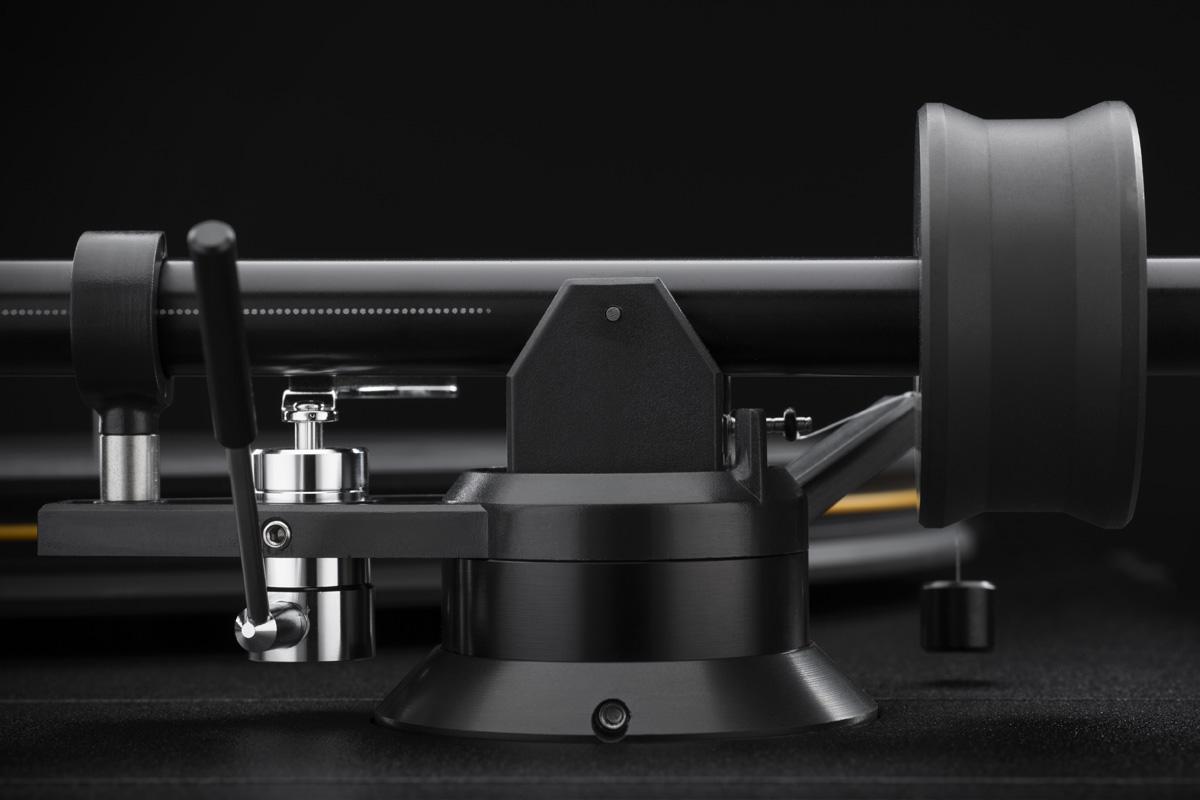 Mobile Fidelity StudioDeck Tonearm Detail