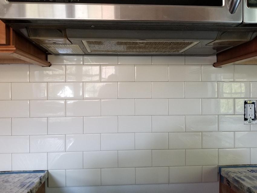 brandon-alderfer-kitchen-backsplash-subway-tile-1-d-_-s-flooring-min.jpg