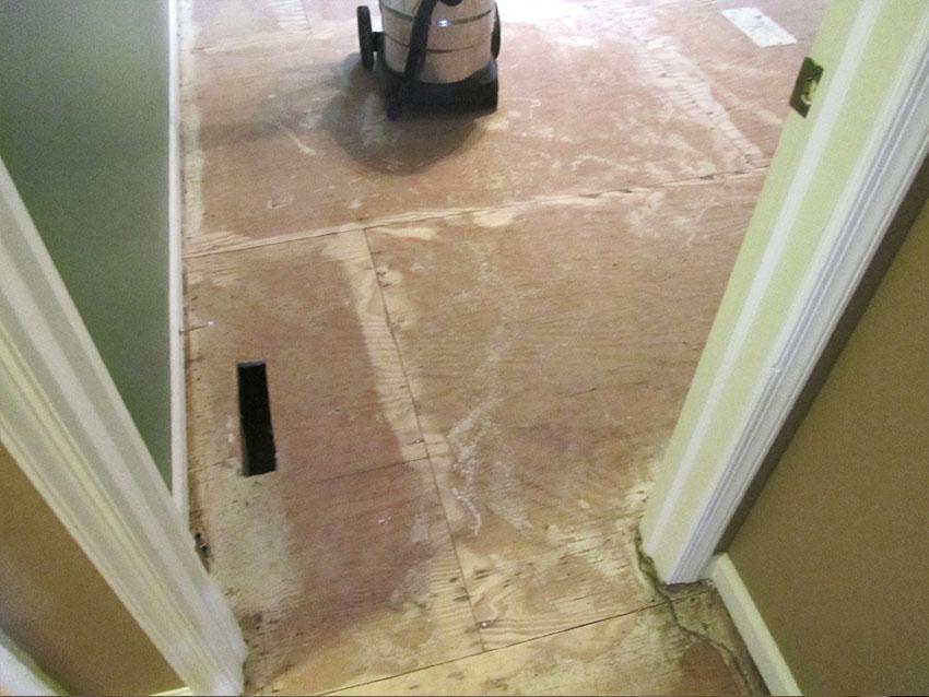 mike-marinari-kulick-lvp-carpet-on-stairs-6-before-d-&-s-flooring.jpg