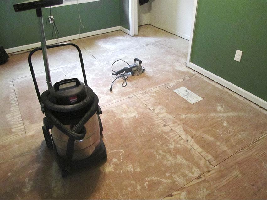 mike-marinari-kulick-lvp-carpet-on-stairs-7-before-d-&-s-flooring.jpg