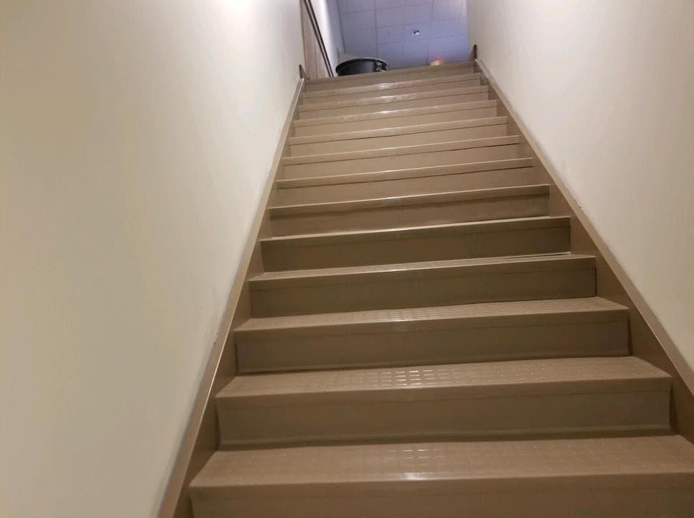 2018051995114902-josh-plank-woodcrest-retreat-vinyl-stair-treads-d&s-flooring copy-min.jpg