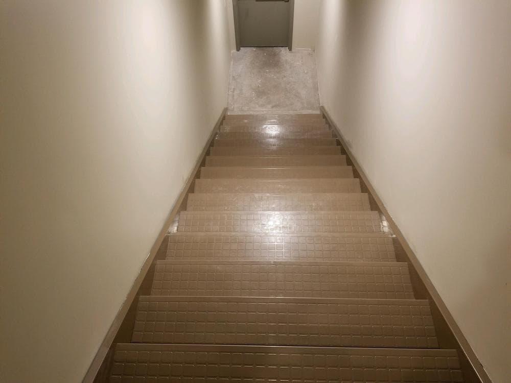 2018051995115159-josh-plank-woodcrest-retreat-vinyl-stair-treads-d&s-flooring copy-min.jpg