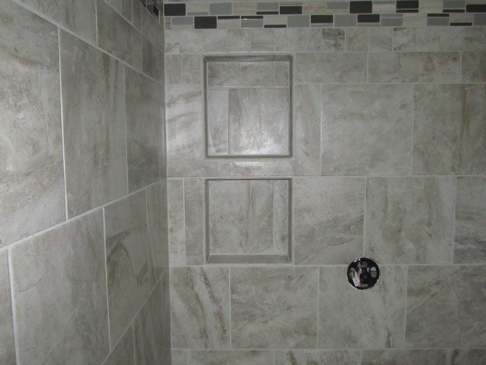 mike-marinari-IMG_0895-corner-shower-tile copy-min.jpg