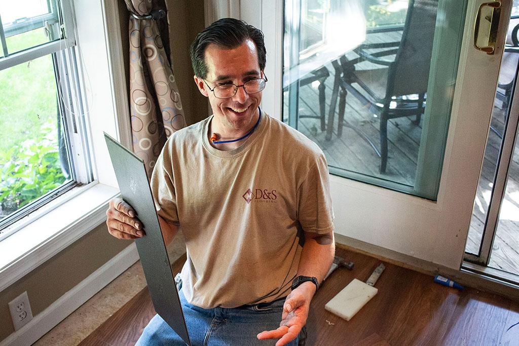 IMG_8152-mike-marinari-smiling-technician-d&s-flooring copy.jpg