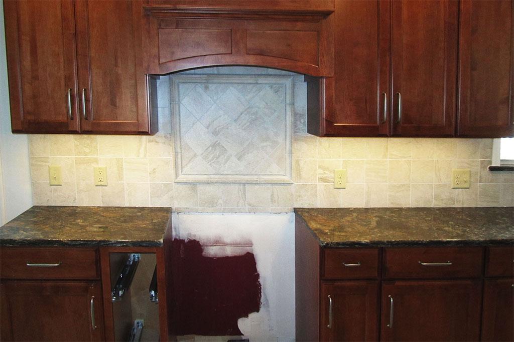 mike-marinari-1024-IMG_0850-kitchen-tile-backsplash-D&S-flooring.jpg
