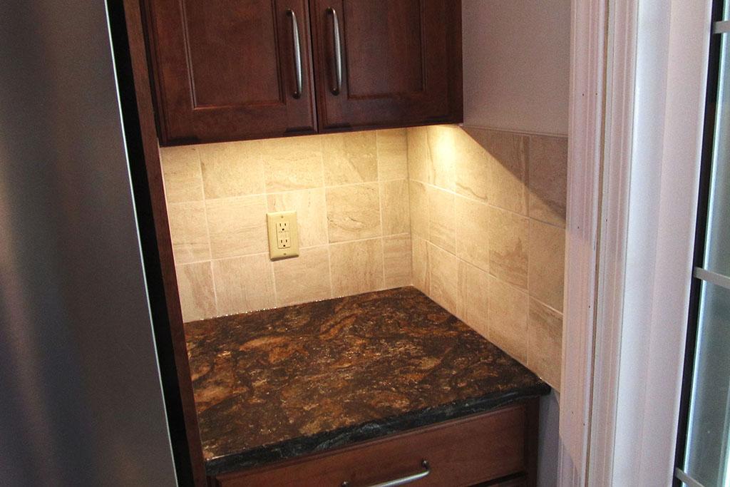 mike-marinari-1024-IMG_0852-kitchen-tile-backsplash-D&S-flooring.jpg