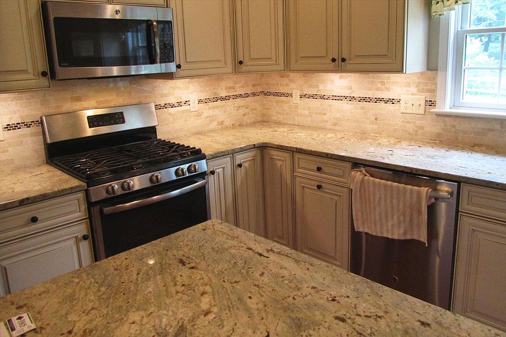 mike-marinari-1024-IMG_0908-kitchen-tile-backsplash-D&S-flooring.jpg