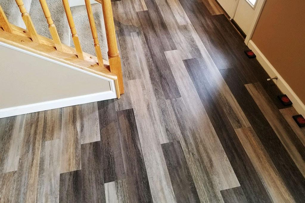 high-contrast-wood-look-resilient-luxury-vinyl-plank-july-2018-D&S-flooring-min.jpg