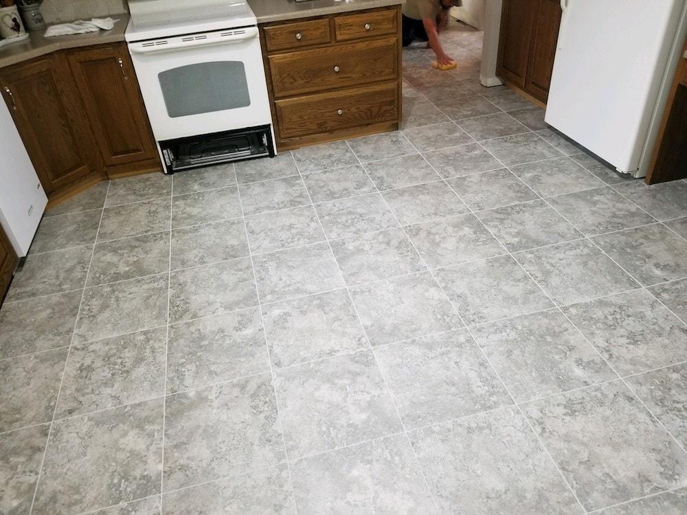 josh-plank-jason-snyder-kitchen-manheim-4-armstrong-alterna-dove-gray-mist-grout-d&s-flooring-20180531_173107 copy-min.jpg
