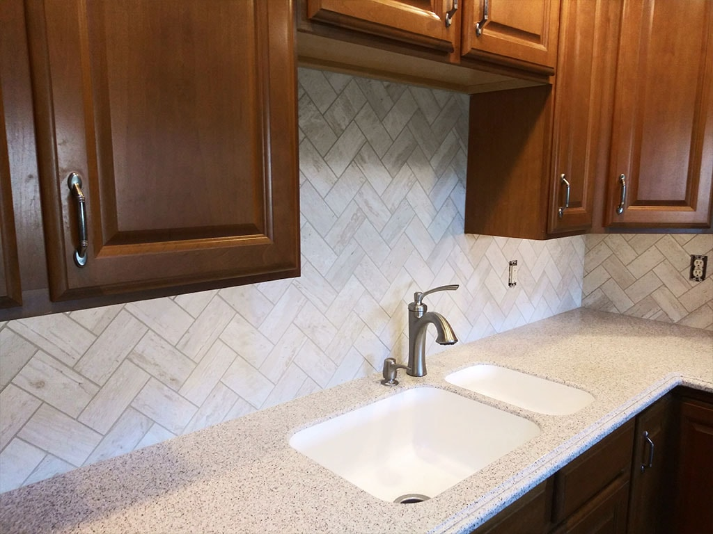 3-kitchen-backsplash-herringbone-randy-harding-web-september-2018-hanney-dandsflooring-min.jpg