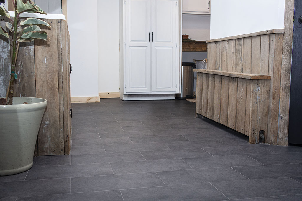 IMG_9632-sheet-vinyl-mudroom-web-brownstown-pa-shenk-december-2018-dandsflooring.jpg