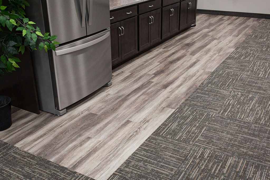IMG_8649-web-kitchen-lvp-vinyl-plank-wood-new-holland-transport-september-2018-dandsflooring.jpg