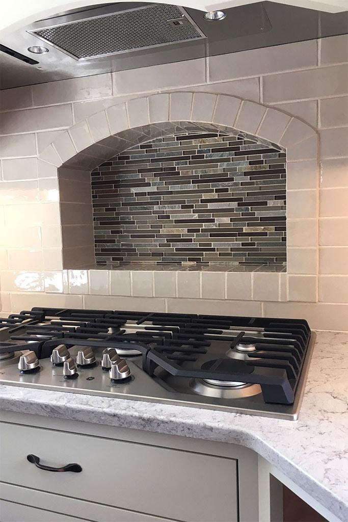 1080-tile-backsplash-web-kitchen-above-range-roger-martin-april-2019-dandsflooring-min.jpg