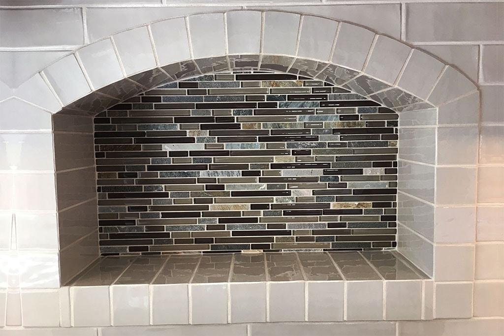 1085-tile-backsplash-web-kitchen-above-range-roger-martin-april-2019-dandsflooring-min.jpg