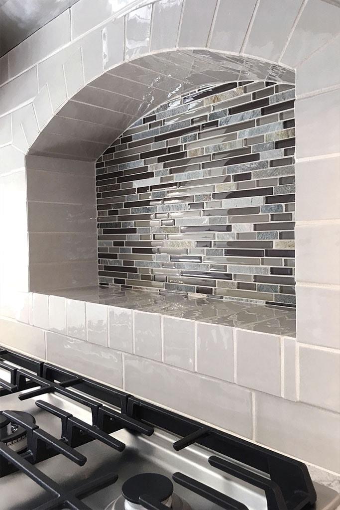 1086-tile-backsplash-web-kitchen-above-range-roger-martin-april-2019-dandsflooring-min.jpg