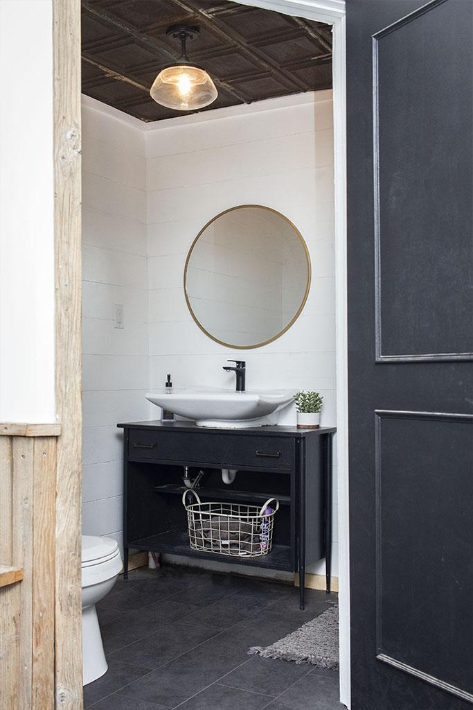 IMG_9612-sheet-vinyl-bathroom-web-brownstown-pa-shenk-december-2018-dandsflooring.jpg