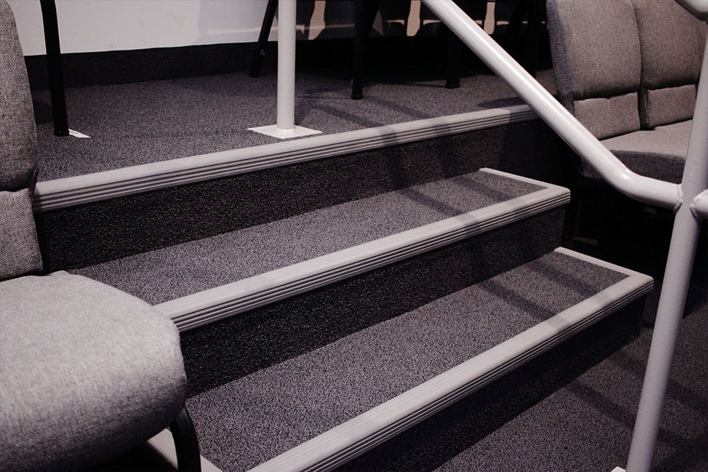 IMG_1918-web-carpet-stairs-vinyl-nosings-broadloom-sanctuary-auditorium-ephrata-community-church-july-2019-dandsflooring-min.jpg
