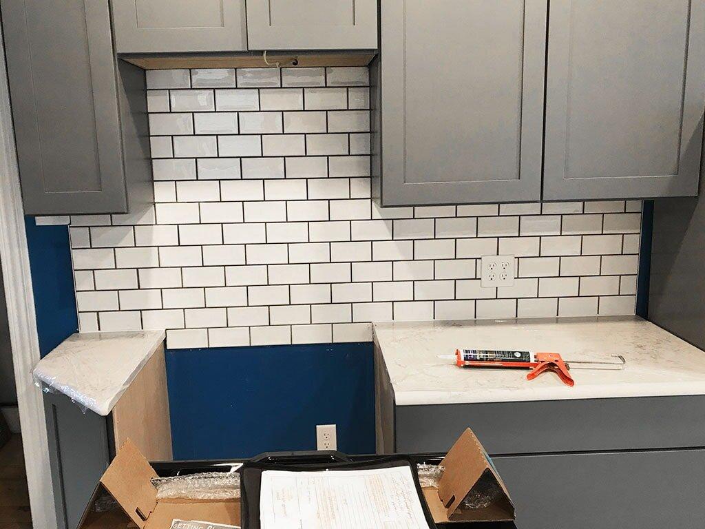 4-web-after-tile-backsplash-oven-kitchen-blue-white-at-september-2019-dandsflooring-min.jpg