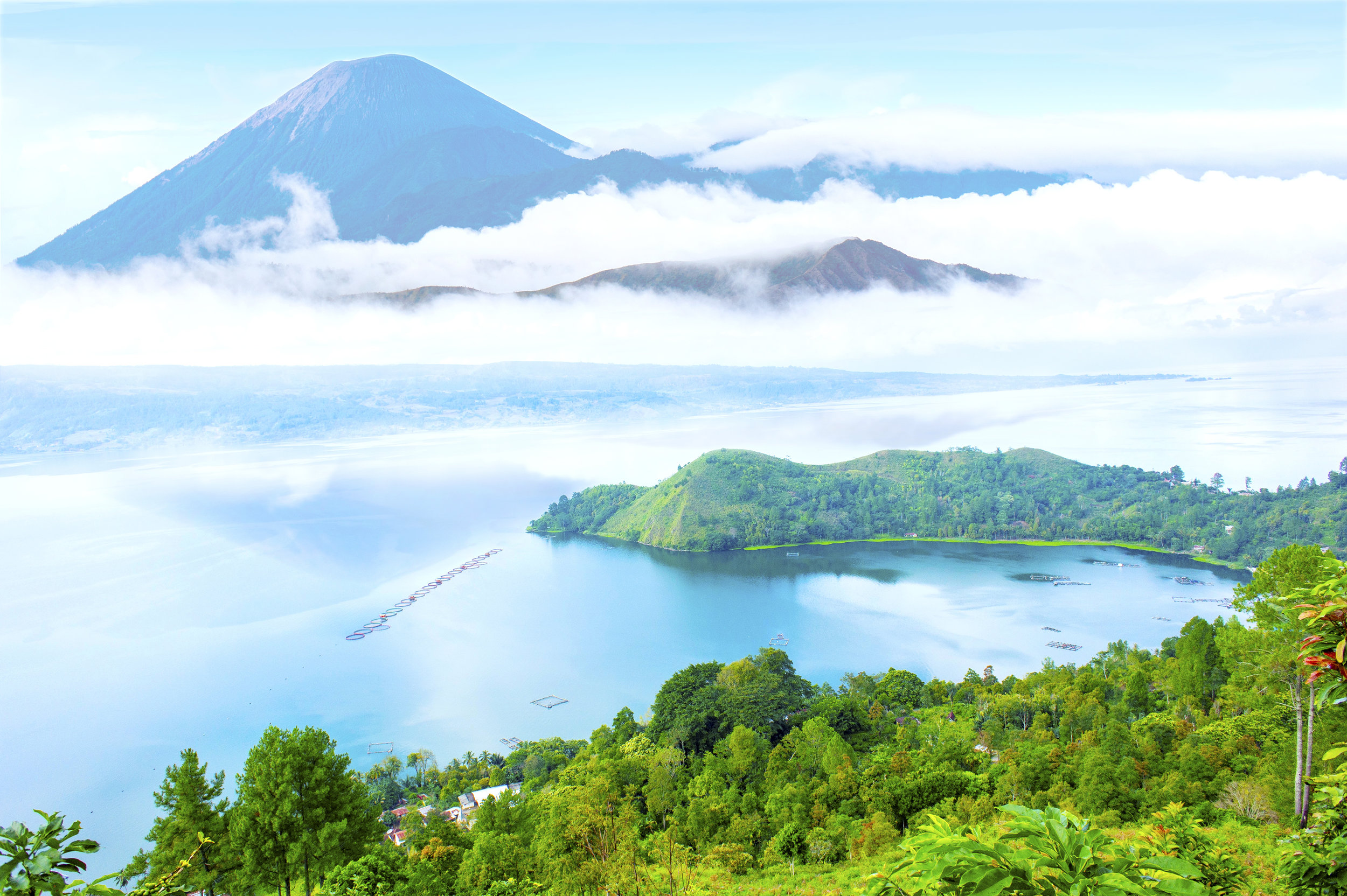 14.What an explosion! - The largest eruption of a volcano in the last 25 million years occurred about 70,000 years ago in Indonesia.The explosion was so large it is believed that most humans living at the time were killed. Lake Toba was left by the eruption and is the largest volcanic lake in the world.