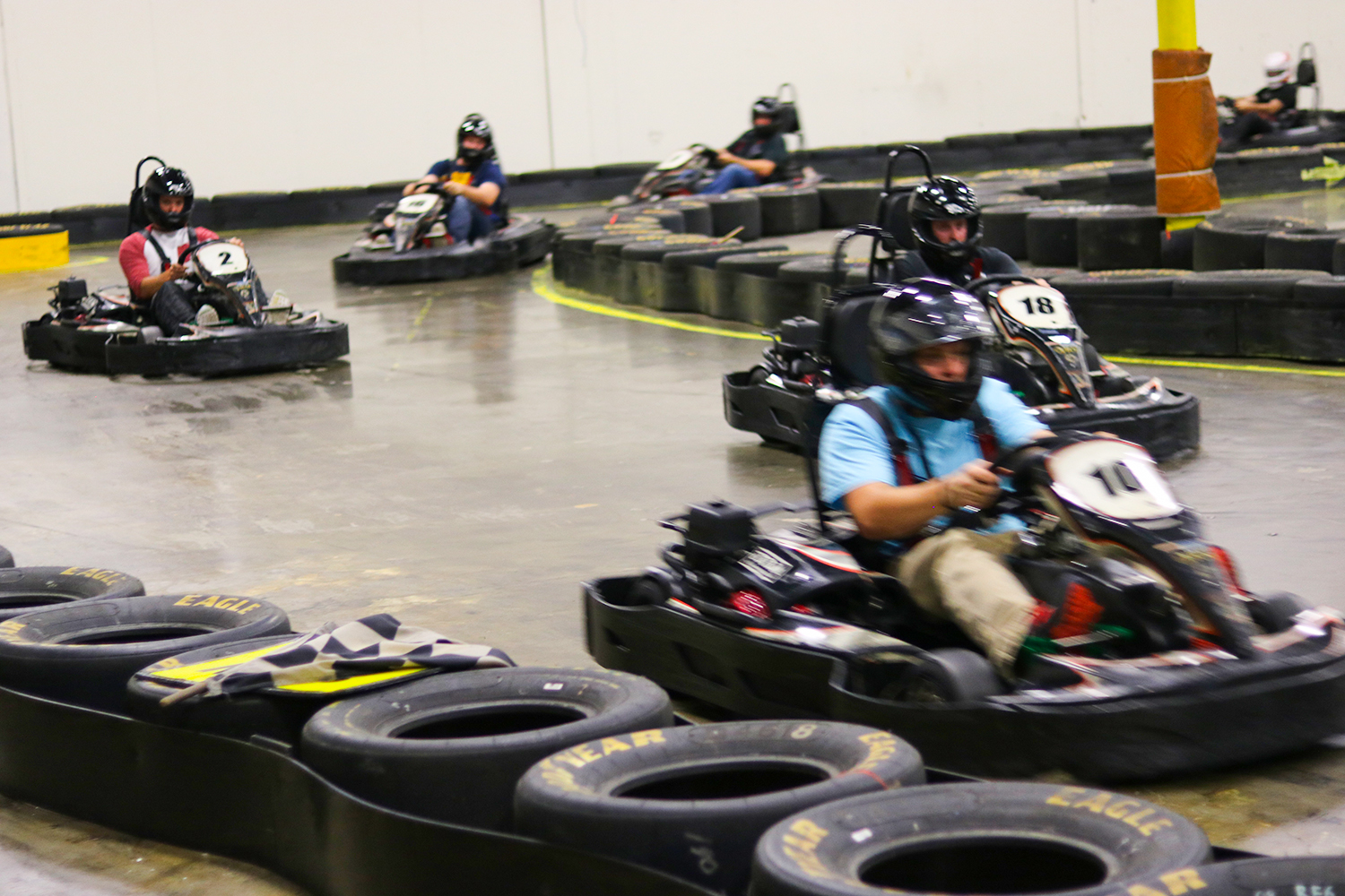 SUPER PRIX - The super-charged version of our popular MINI PRIXchallenge. A 10-minute practice session, followed bya 10-minute qualifying session determines the raceposition for the final heat. All karts are lined up ingrid formation as drivers compete in a final 10-minuterace to the checkered flag.