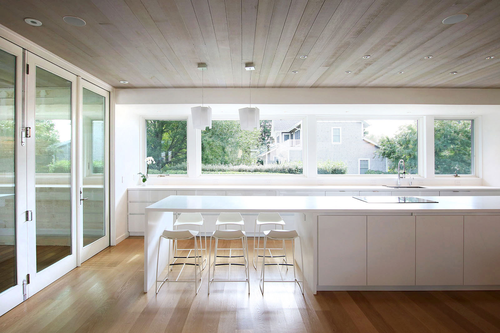 03_Bridgehampton House-kitchen-dining.jpg