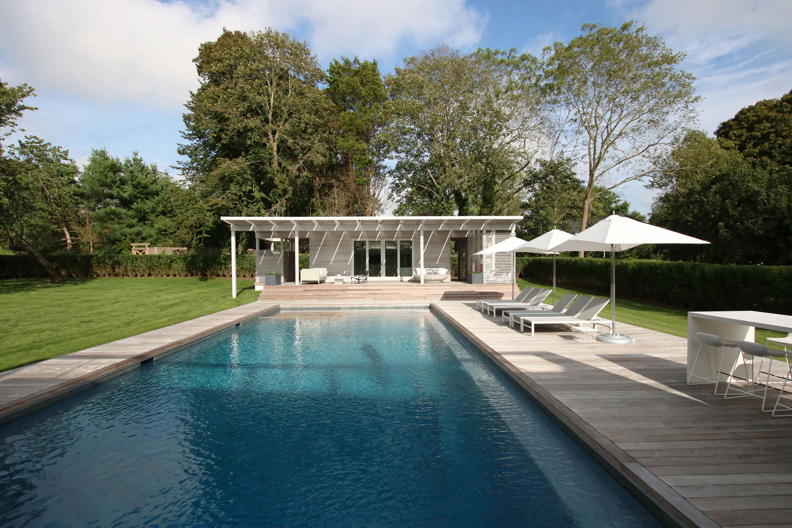 09_Bridgehampton House-pool-house.jpg