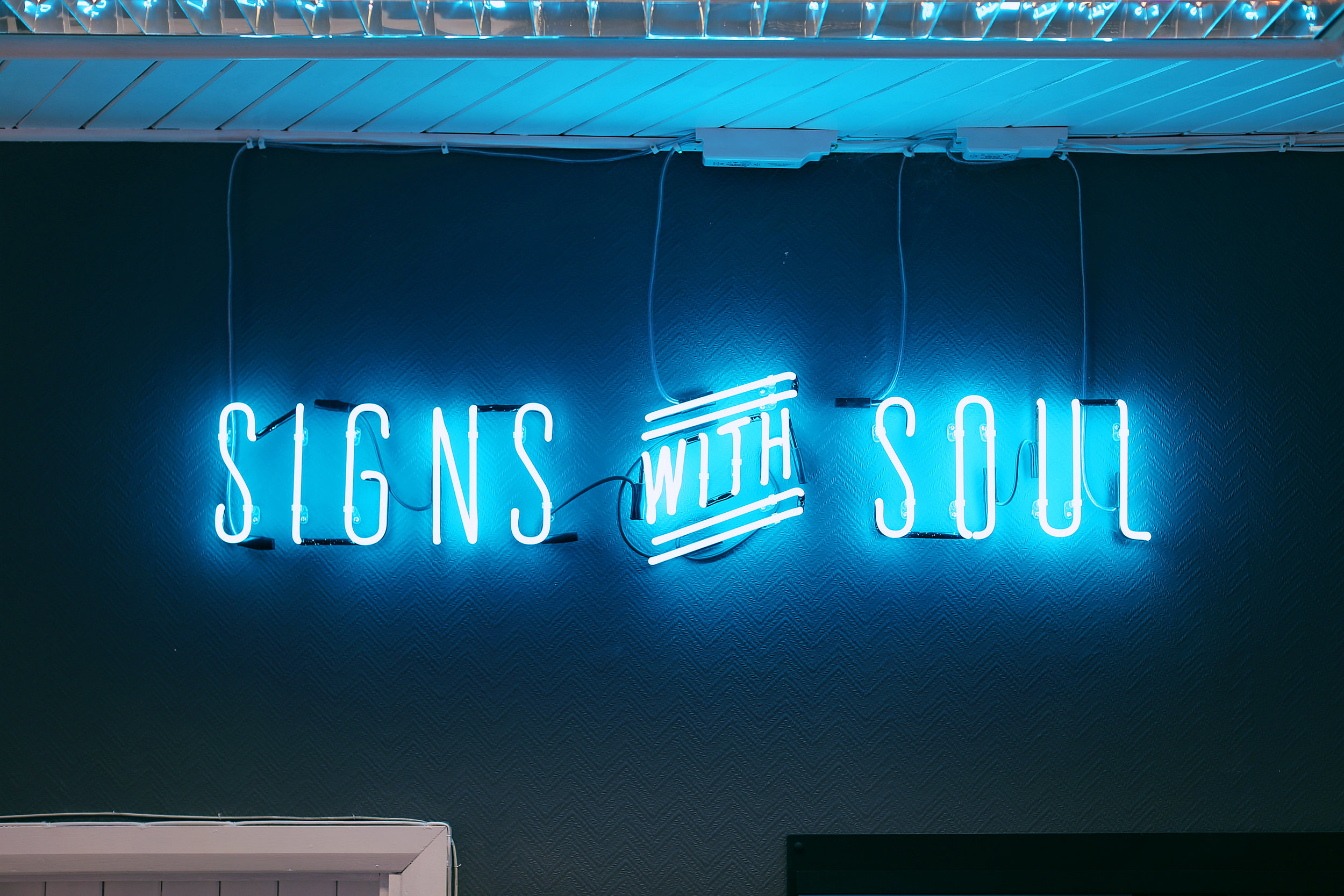 Goodwin_SignsWithSoul_Neon.jpg
