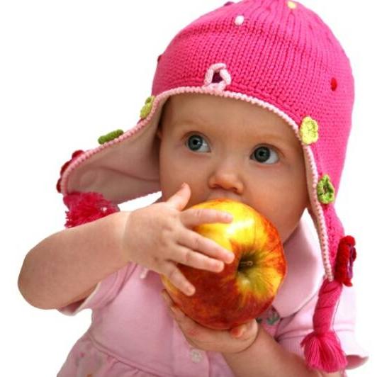 Baby_eating_an_apple_op_800x532.jpg