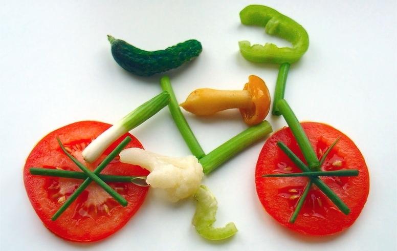 Exercise-and-eat-healthy-veggie-bike.jpg