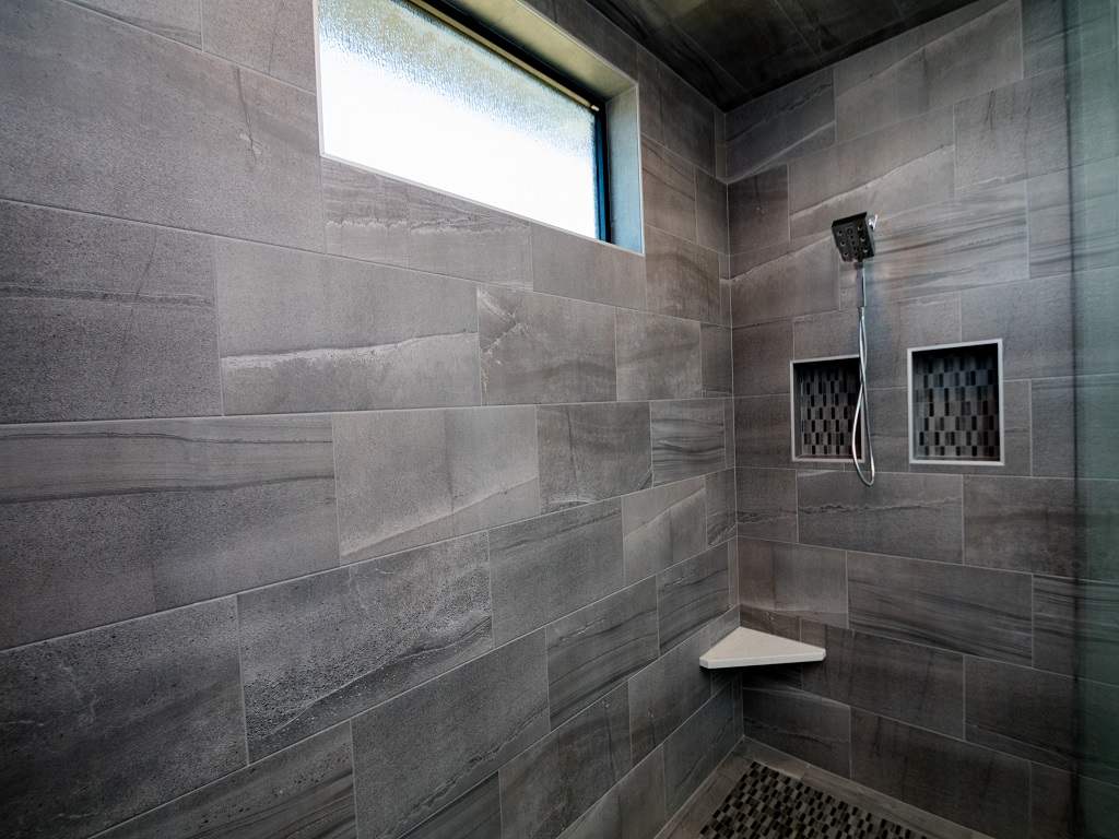 605 E Pinehurst - Redwood - Bathroom 3.jpg