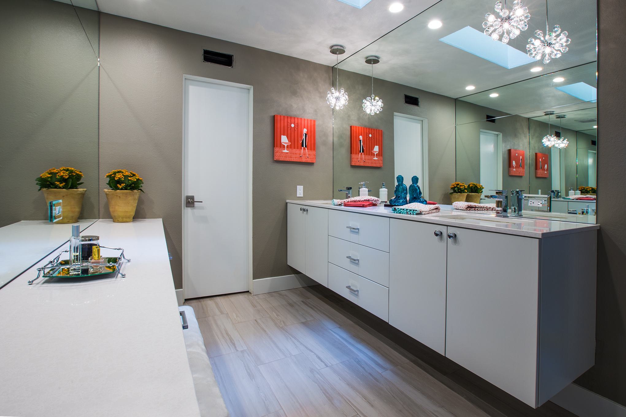 Moyalivingbathroom.jpg