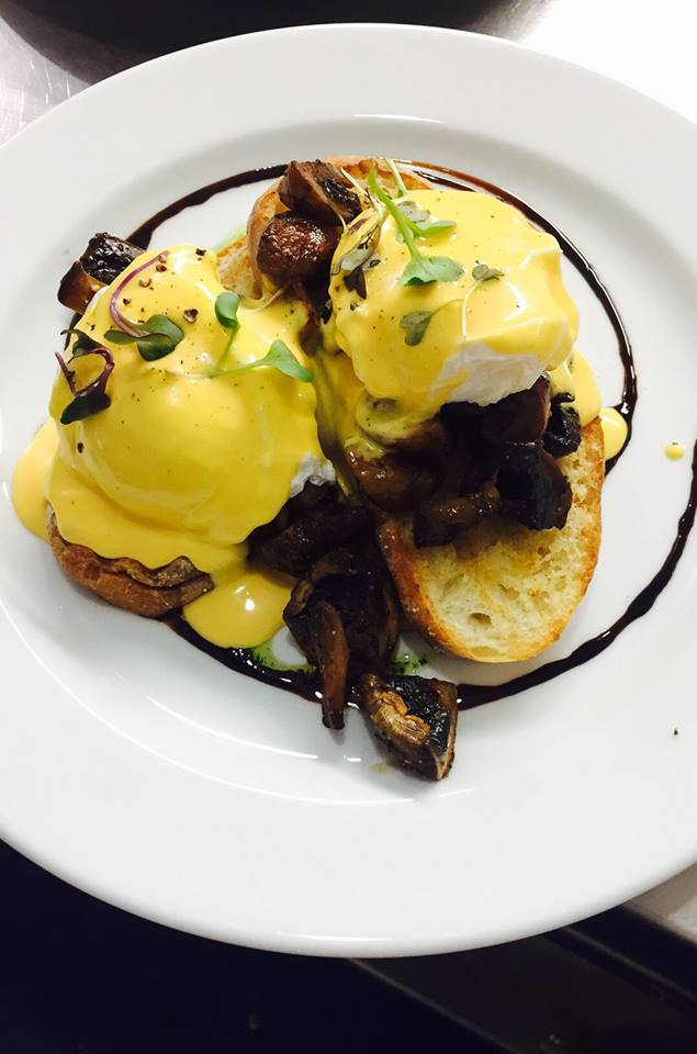 Mushroom eggs benedict.jpg