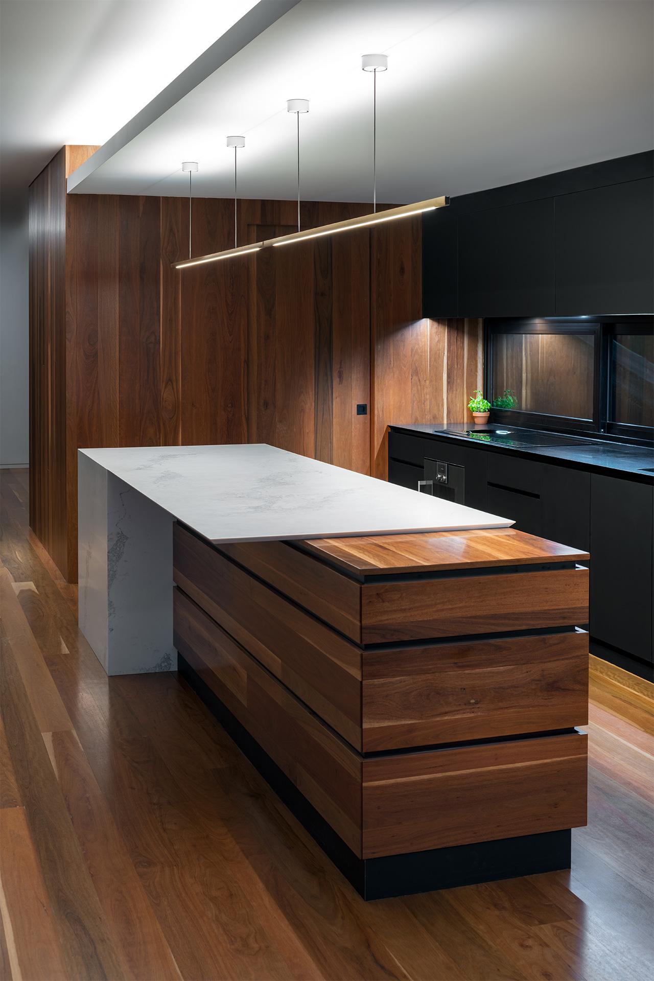 Grace_On_Main-kitchen_sml.jpg