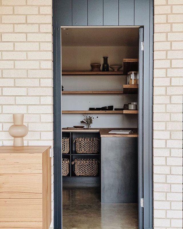 AKA// Range rd//Pantry envy! #adelaidearchitect #builtdesign #architecturaldesign #southaustralia #archinspiration #design #australiandesign #localdesign #interiordesign #interiordesigner #kitchendesign #adelaideinteriordesigner #pantry #pantrydesign @emilyobrienstylist @pghbricks @smithbuilders06