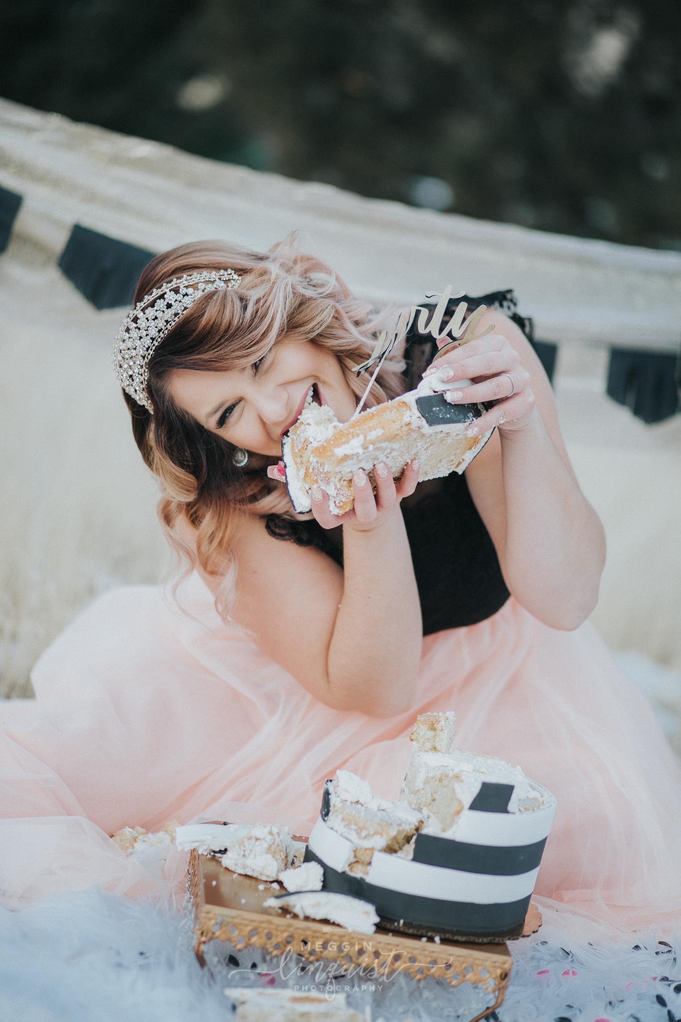 30th-birthday-cake-smash-reno-lake-tahoe-photographer-23.jpg