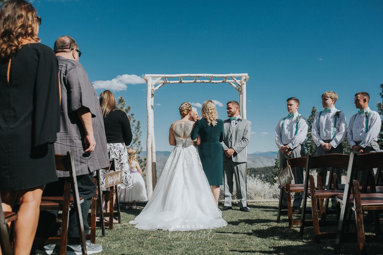 tannenbaum-spring-wedding-reno-lake-tahoe-wedding-photographer-23.jpg
