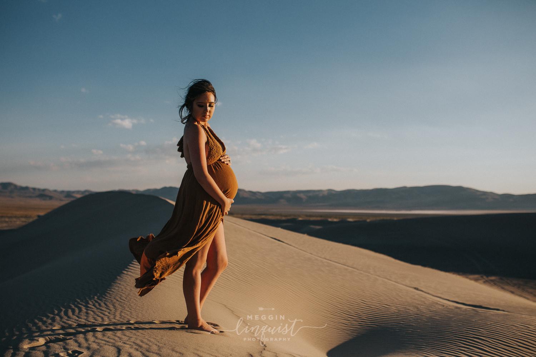 boho-maternity-photos-sand-dunes-reno-lake-tahoe-maternity-photographer-8.jpg