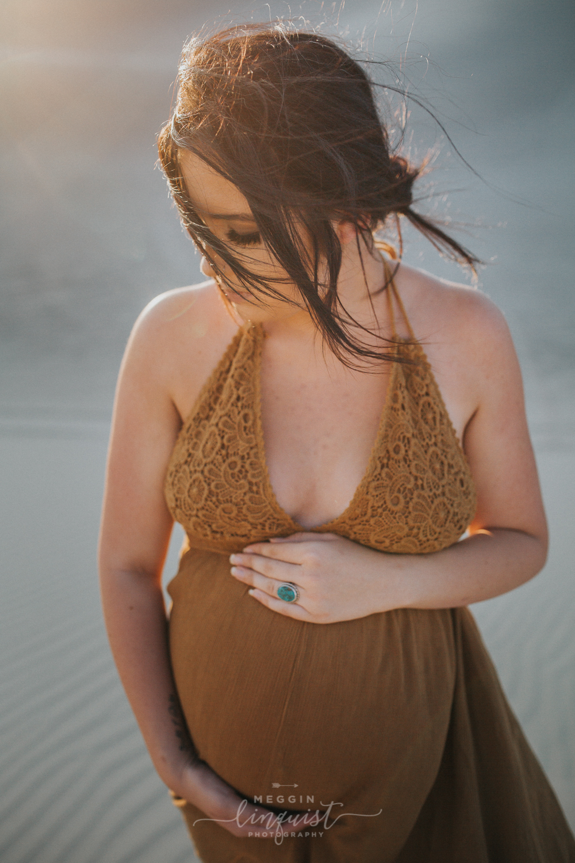 boho-maternity-photos-sand-dunes-reno-lake-tahoe-maternity-photographer-14.jpg
