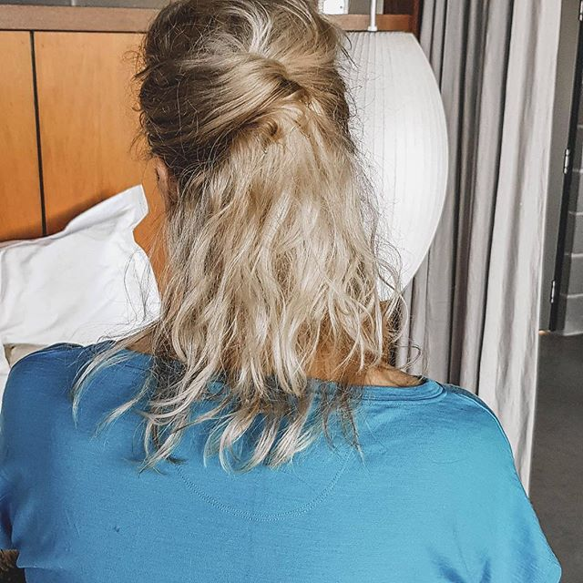 ⚫️ THE RULE OF 3 ⚫️⠀ ⠀ Hotel Hair - if it takes more than three attempts, it's not meant to happen🙅 ⠀ ⠀ #hairdresser #sanctuarysalonandspa #albury #alburywodonga #thisistheborder #alburycbd #avedasalon #aveda #hairdresseralbury #shorthair