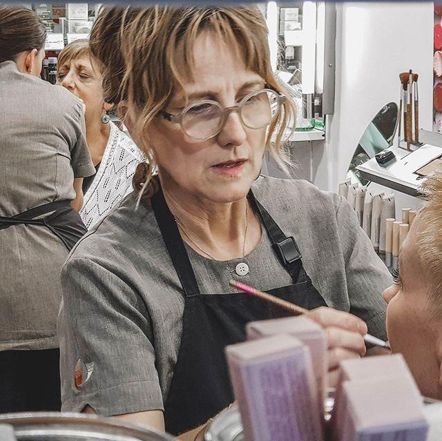 Going out? We've got you covered! 💋Mandy and Sonya caught in action ✨⠀ ⠀ #hairdresser #sanctuarysalonandspa #albury #alburywodonga #thisistheborder #alburycbd #avedasalon #aveda #hairdresseralbury #makeup