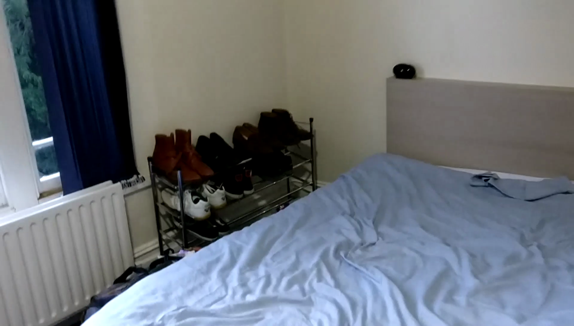 Bed, sans pillow