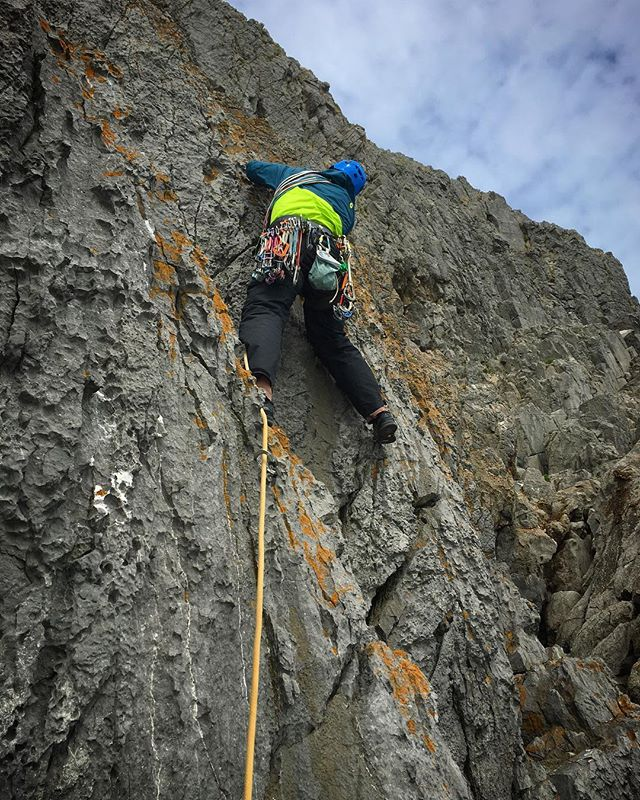 More windy conditions on the Lydstep Sea Cliffs today. #questing #tradisrad #lead #climbing #coaching #pembrokeshire #instructor #guide #outdoors #adventure #climbpembroke #seacliffclimbing #wales #uk #photography #instagood @ami_professionals @visitpembrokeshire @visitwales