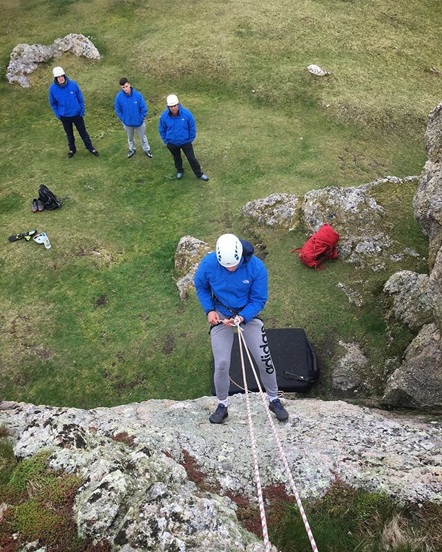 Confidence is a funny thing. We grow in confidence, we have confidence, we loose confidence, we can even regain our confidence. Yesterday two members of the team refused to abseil, gripped by fear but really wanting the achievement. Today we set up a micro abseil down a 5m slab - I even put a pad at the bottom 🤞Both focused on the task and instructions and were able to partly disengage thought of fear, to leave enough space in their mind to engage in successful completion of the abseil. Later that day everyone completed an abseil double the height of yesterday's one 👌 #bravo #confidence #growthmindset #army #adventuretraining #pembrokeshire #rockclimbing #outdoors #adventure #learning #skills #tradisrad #climbpembroke #instructor #trad #wales #uk #photography #instagood @ami_professionals @visitwales @visitpembrokeshire