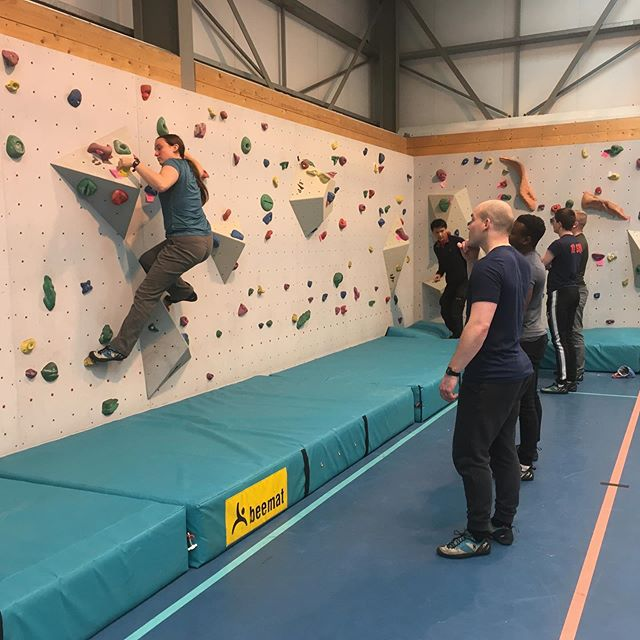 Playing around with movement and lead climbing coaching today. Good day to escape the ☔️👍 with @sujjan12 #neverletacrapdaybeacrapday @ami_professionals