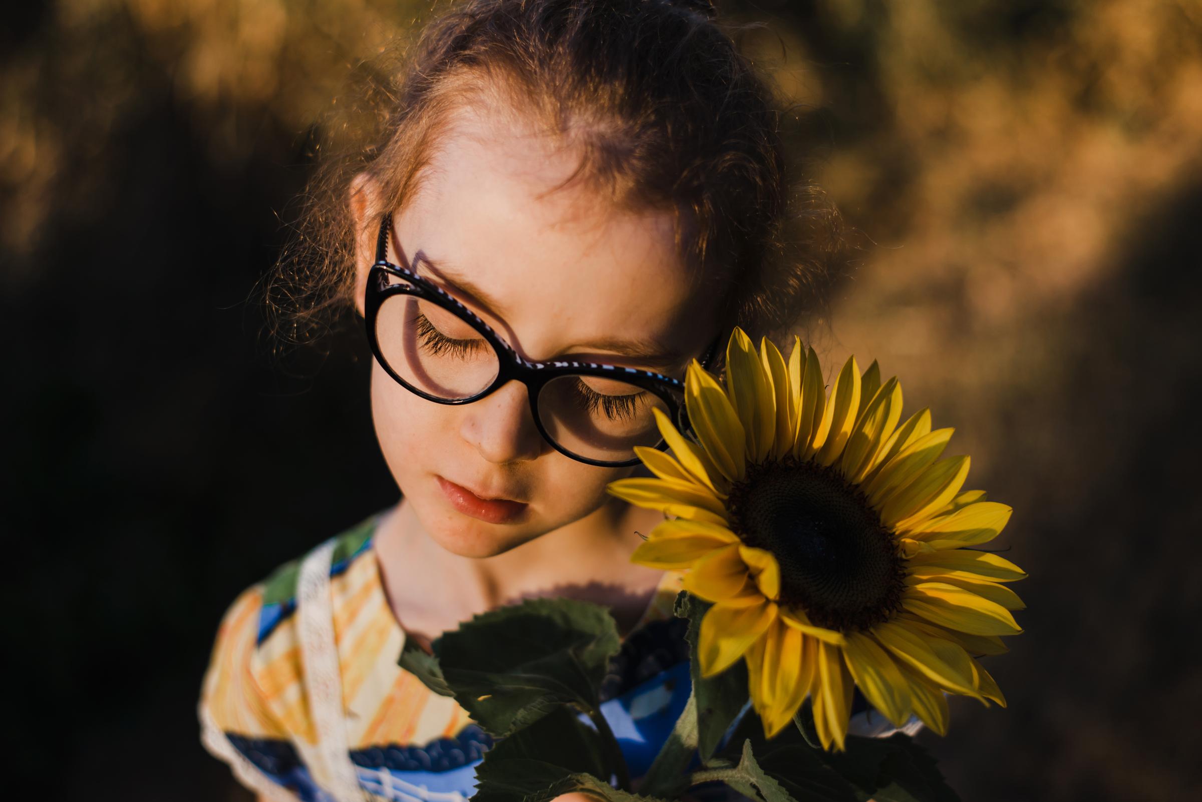 child_portrait_with_sunflower.jpg