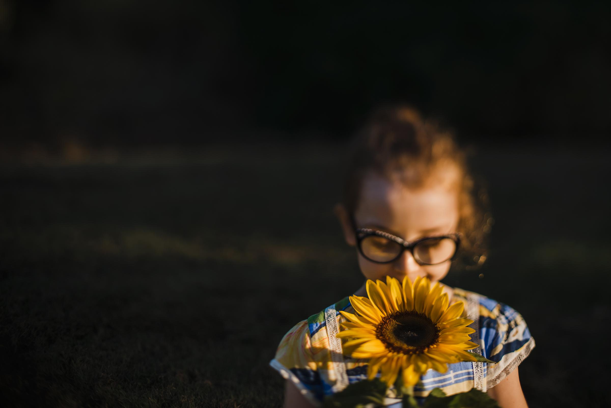 girl_smeeling_sunflower.jpg