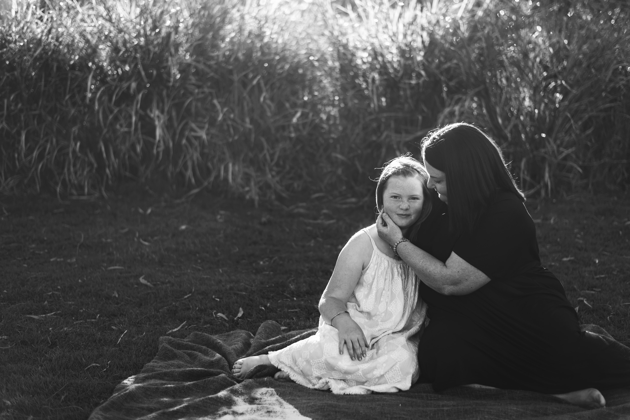 photograph_of_daughter_and_mum_in_Moreton_Bay_Park